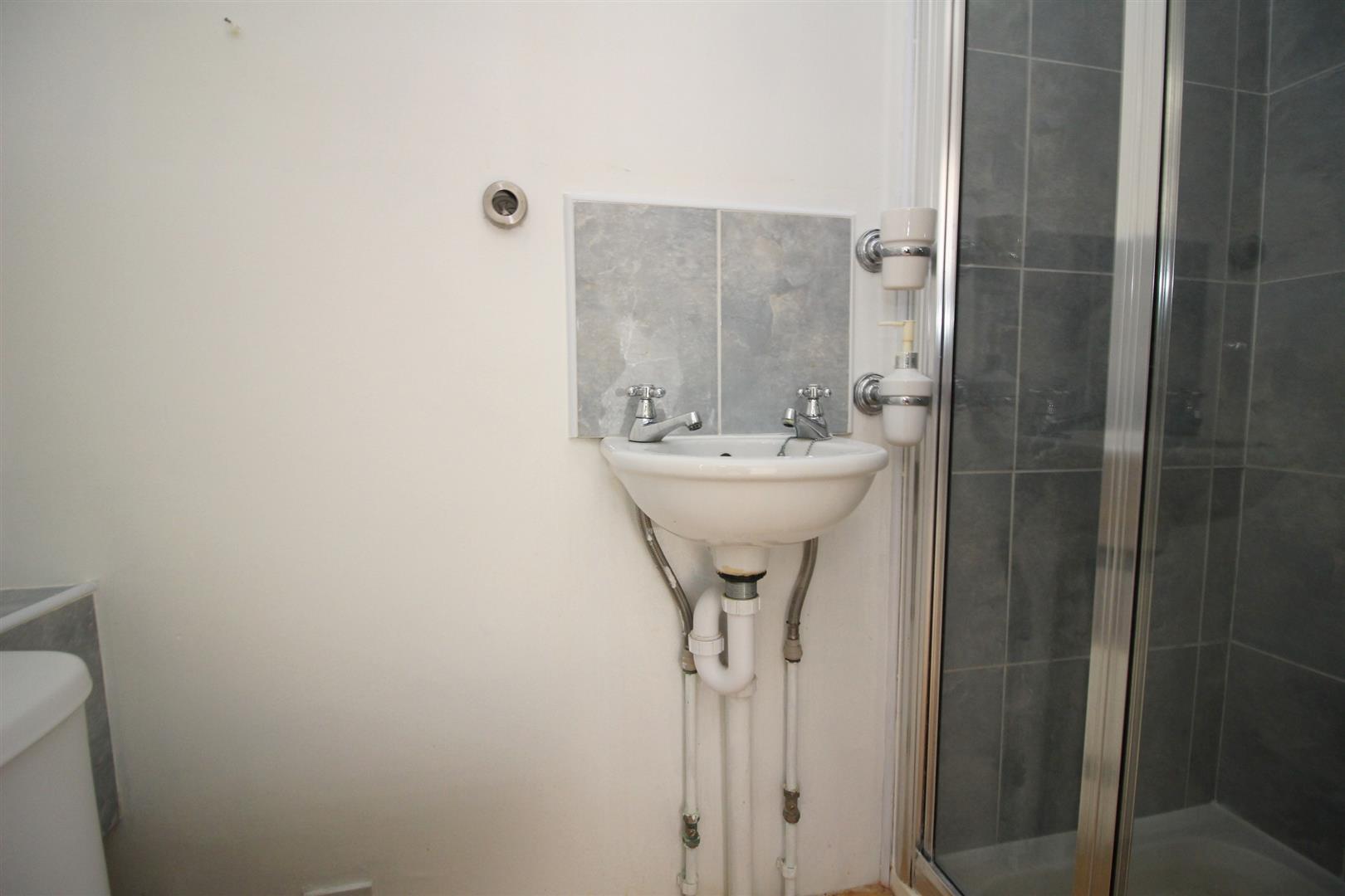 IMG_4322.JPG Shower.JPG